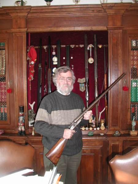 Imbracciando il fucile del nonno