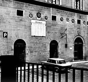 scritta sul muro del Palazzo Pretorio