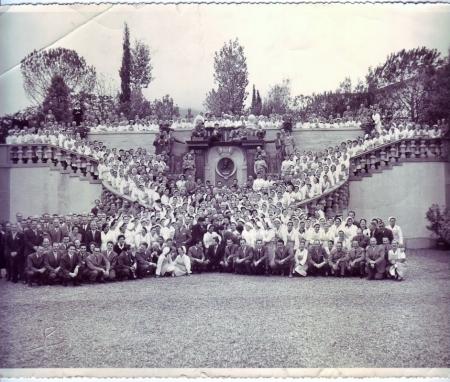 Foto ricordo con tutte le maestranze della Buitoni, aprile 1953
