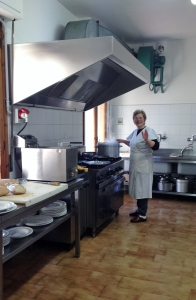 la Giuliana nel suo regno incontrastato di cucina Borghese