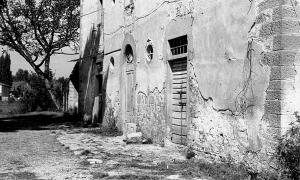 1978-09 Pieve Vecchia, la porta sulla destra era quella della stalla