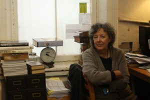 Henrietta Dax, titolare della libreria.
